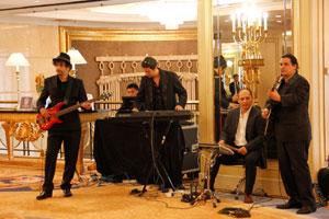 活动开场乐队表演