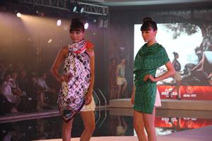 爱马仕2012新款丝巾秀